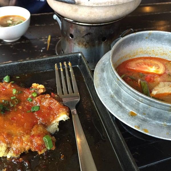 Photo taken at Soul Thai Restaurant by Eliyana A. on 3/7/2015