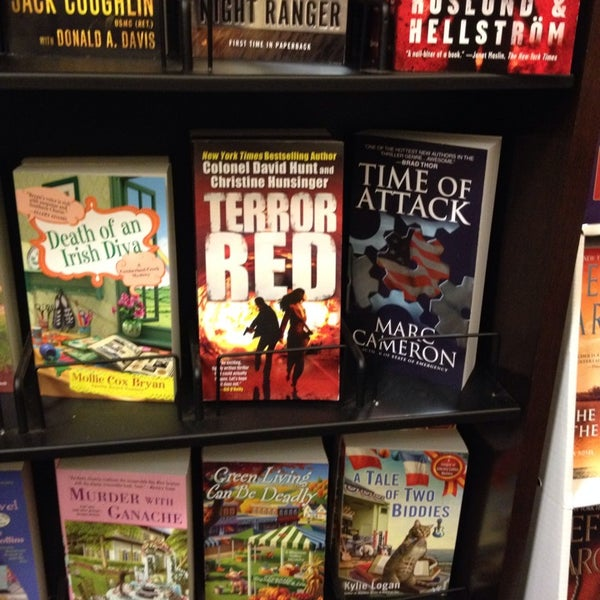 Photo taken at Barnes & Noble by joseph n. on 2/15/2014