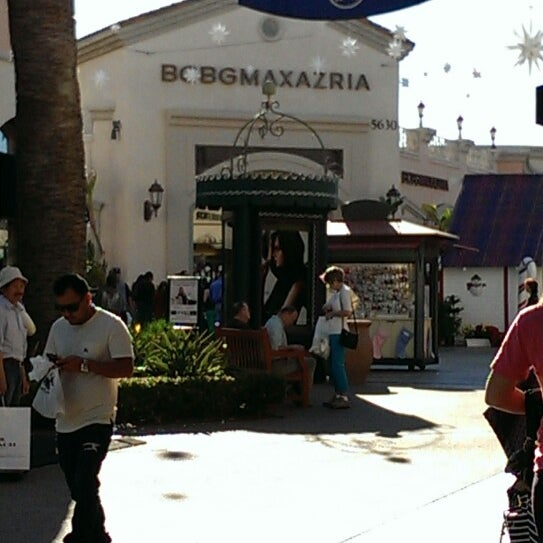 Photo taken at Carlsbad Premium Outlets by Dlanor R. on 12/24/2013
