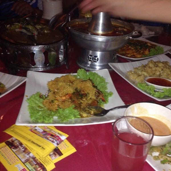 Photo taken at Soul Thai Restaurant by Azam M. on 8/15/2014