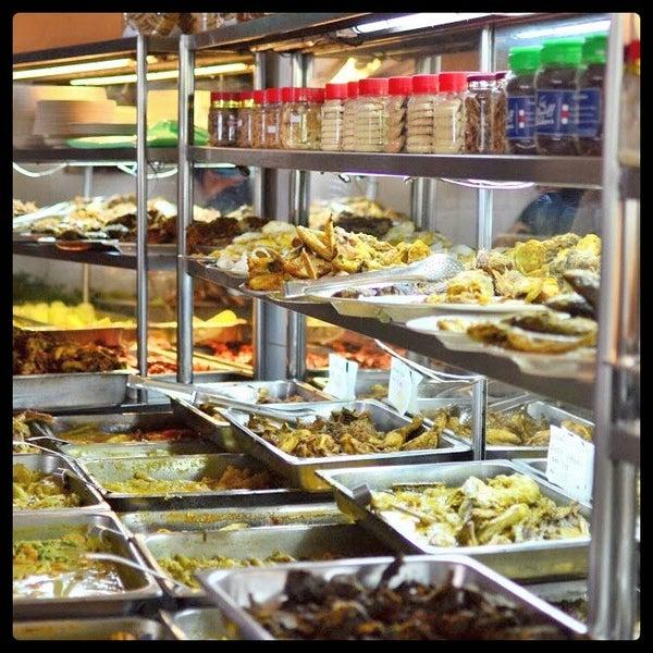 Photo taken at Restoran Sambal Hijau by dion a. on 3/17/2015