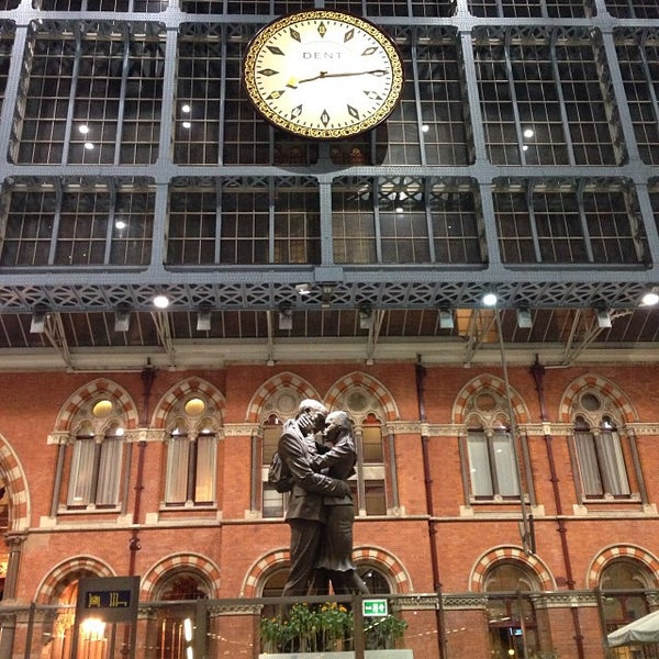 Photo taken at London St Pancras International Railway Station (STP) by Rosângela M. on 10/6/2013