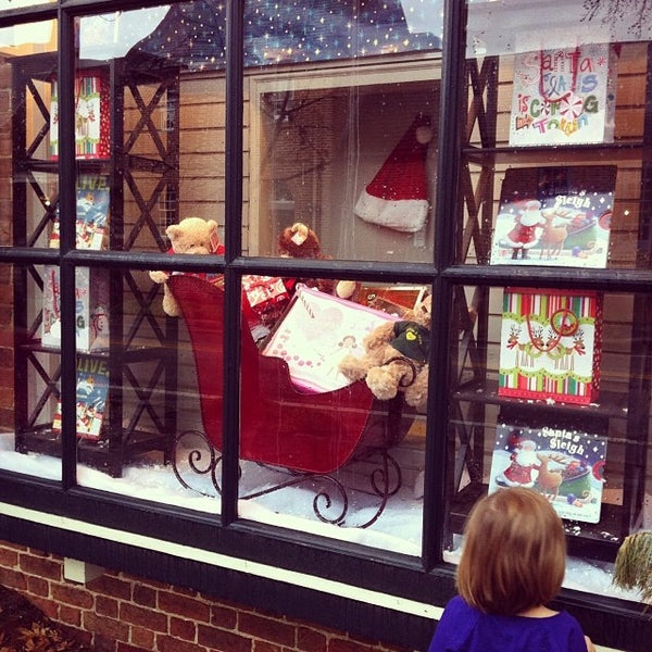 Photo taken at College of William & Mary Bookstore by Kerry A. on 12/22/2013