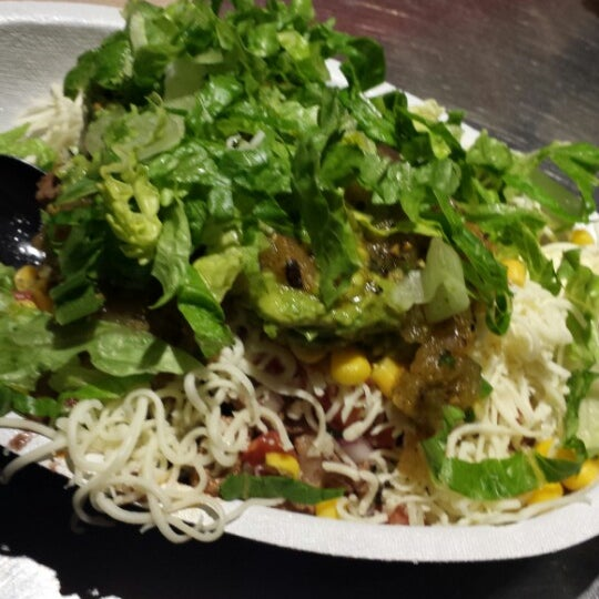 Photo taken at Chipotle Mexican Grill by Raul on 6/23/2014