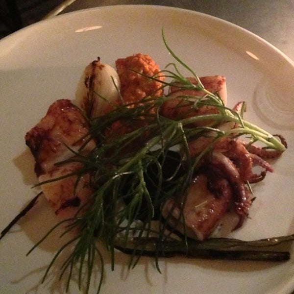 Grilled calamari a la pancha with grilled onion and romesco. Perfectly to go with a glass of Riesling.