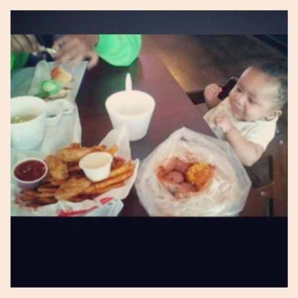 Photo taken at Hot N Juicy Crawfish by Mariah Selena C. on 6/16/2013
