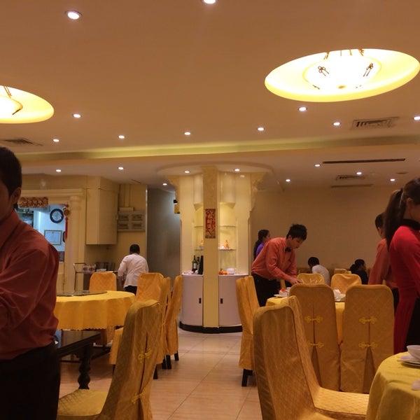 Photo taken at Hoằng Long Restaurant by wonderful j. on 1/21/2014