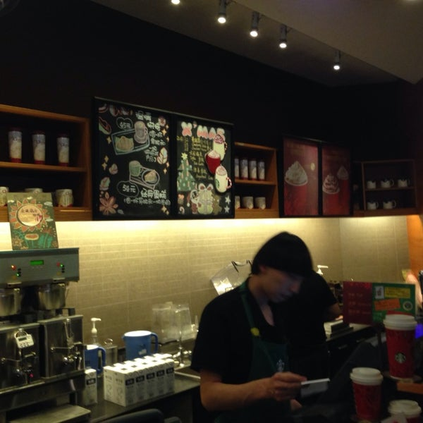 Photo taken at Starbucks 星巴克 by Joyce Y. on 12/8/2013