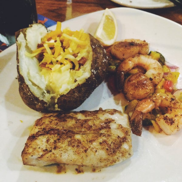 Photo taken at Outback Steakhouse by Beryl O. on 5/18/2015