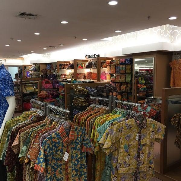 Photo taken at Keris Departement Store by  JiMM 余少良# 짐. on 10/1/2015