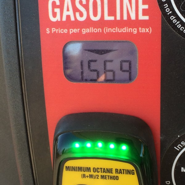 Photo taken at Kroger Fuel Center by Lesley on 12/31/2014