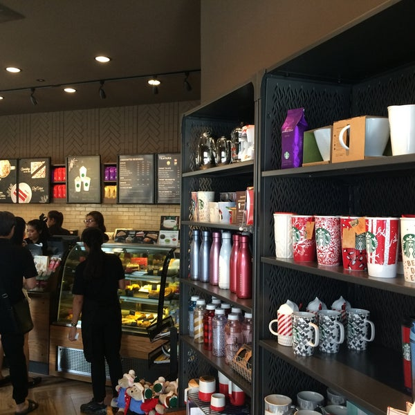 Photo taken at Starbucks by Gotar N. on 12/4/2016
