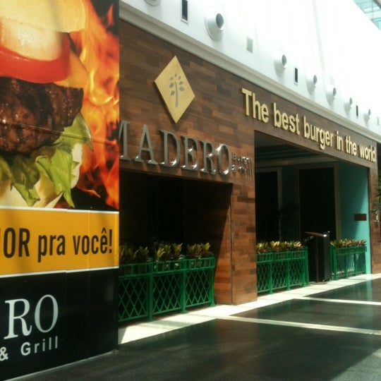 Photo taken at Madero Burger & Grill by Reinaldo L. on 10/5/2012
