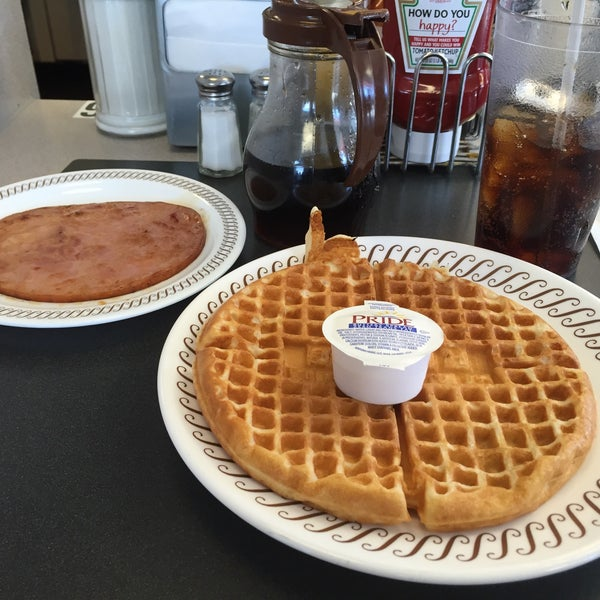 Photo taken at Waffle House by Mark K. on 2/28/2015