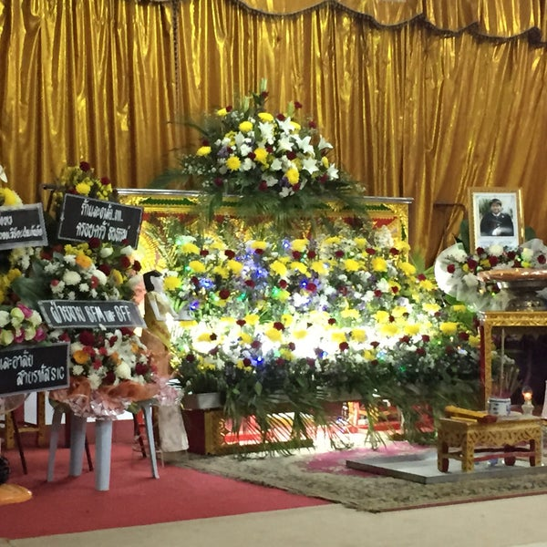 Photo taken at วัดดอนตูม บ้านโป่ง by Ying S on 3/6/2015