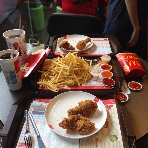 Photo taken at McDonald's (แมคโดนัลด์) by M M. on 7/8/2015