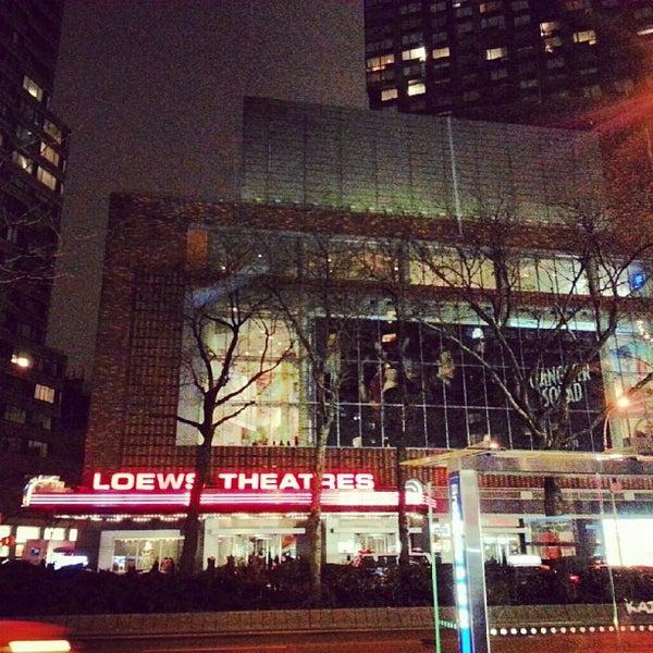 Снимок сделан в AMC Loews Lincoln Square 13 пользователем TJ D. 12/25/2012