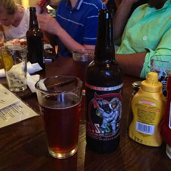 Photo taken at Humphrey's Bar and Grill by Dustin S. on 5/30/2015