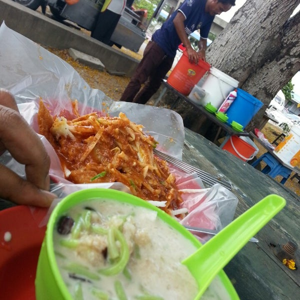 Photo taken at Cendol & Rojak Taman Bahagia by Nor Azli I. on 3/15/2014