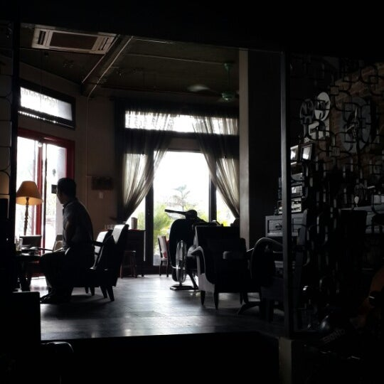 Photo taken at Lộc Vừng Café by Tiendat D. on 1/4/2014