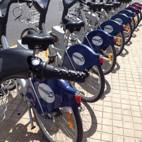 Photo taken at Estació de Tren - València-Cabanyal by Ραυλινε . on 9/17/2016