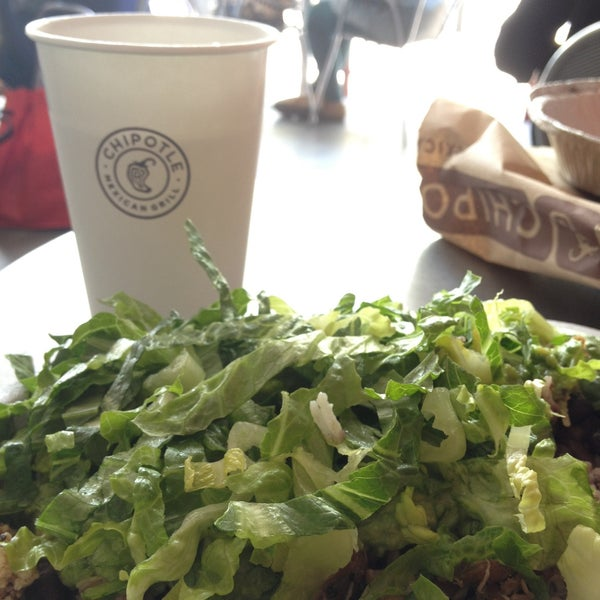 Photo taken at Chipotle Mexican Grill by Paul L. on 5/7/2013