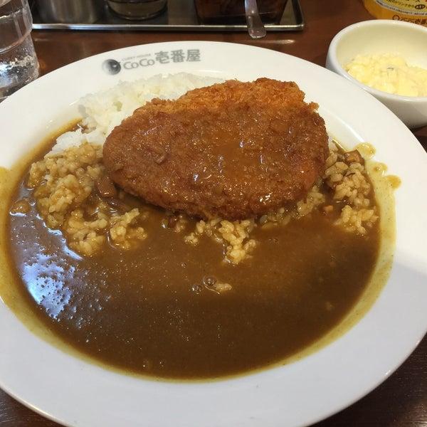 Photo taken at CoCo壱番屋 渋谷区宇田川町店 by Val W. on 5/24/2016