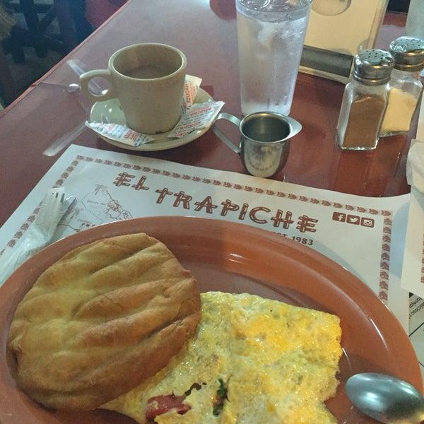 Photo taken at El Trapiche by Eleyma H. on 8/17/2016