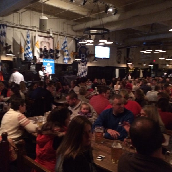 Photo taken at Hofbräuhaus Newport by Earnie B. on 1/5/2014