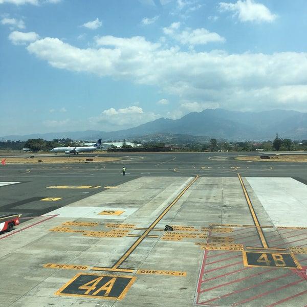 Photo taken at Gate 5 Aeropuerto Internacional Juan Santamaria by Edwin Vargas R. on 3/16/2016