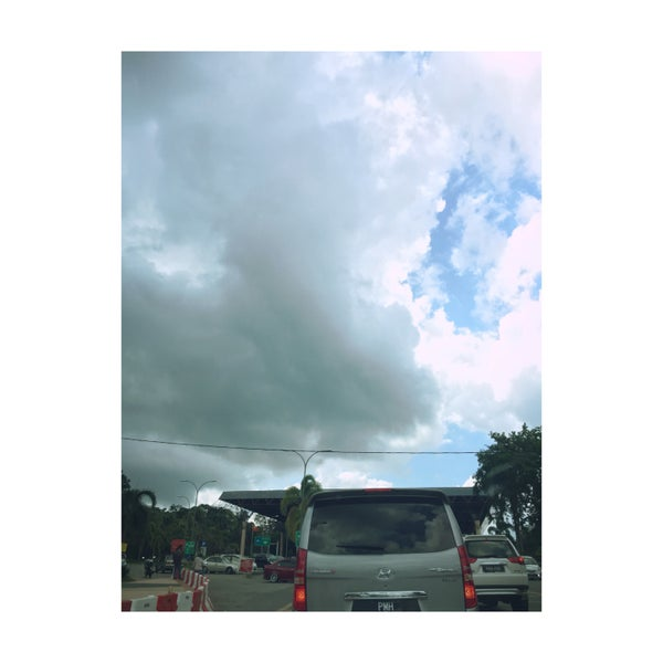 Photo taken at Bukit Kayu Hitam Immigration Complex by Joeey on 6/10/2016