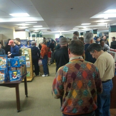 Photo taken at College of William & Mary Bookstore by Trevor D. on 12/1/2012