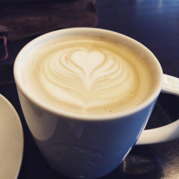 Photo taken at Starbucks Coffee 神楽坂下店 by Shigemi on 4/13/2015