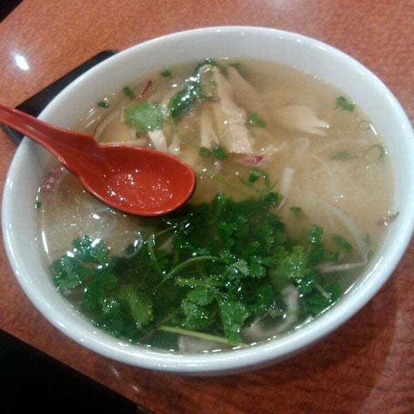 Photo taken at Joy Hing Noodle House 再興黃毛鷄粉 by Marieta K. on 6/23/2013