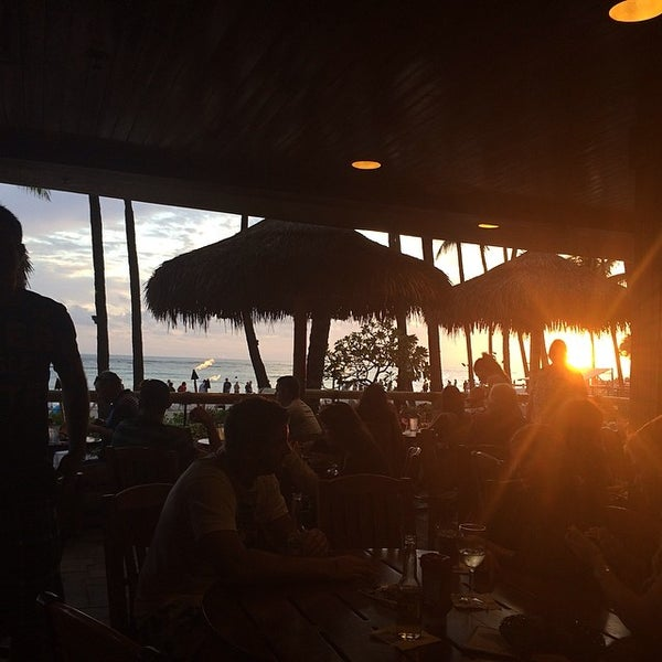Photo taken at Duke's Waikiki by Crystal P. on 3/6/2014