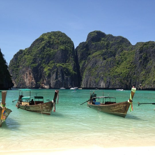Photo taken at เกาะพีพีดอน (Koh Phi Phi Don) by Zdenka S. on 3/10/2012