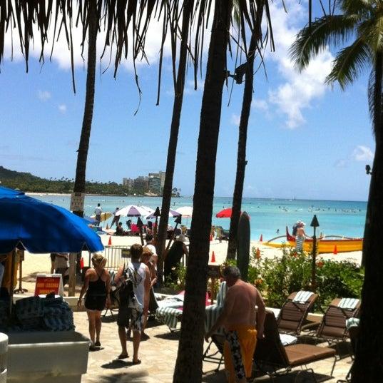 Photo taken at Duke's Waikiki by Pris P. on 4/20/2012