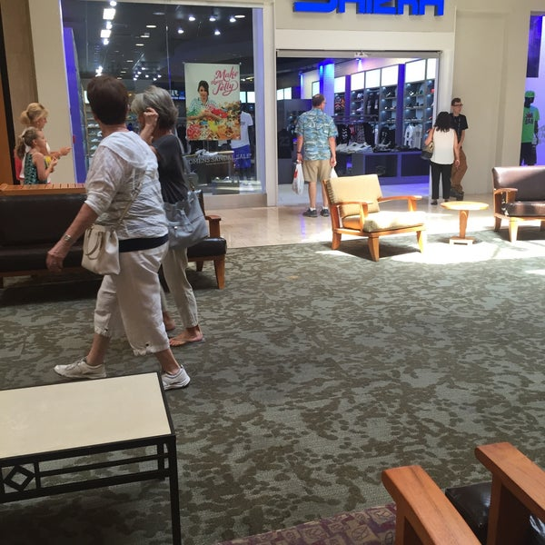 Photo taken at Paradise Valley Mall by 🅱 on 8/16/2015