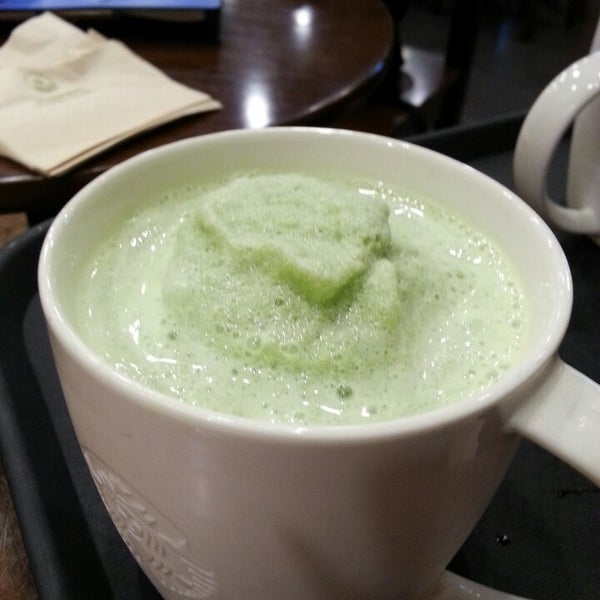 Photo taken at Starbucks by 온유 이. on 6/11/2014