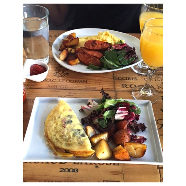 Delicious food. Great mimosas. The staff is extremely hospitable. Gorgeous restaurant.
