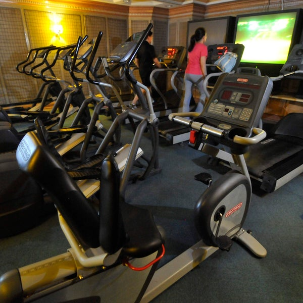 Gold's Gym - Gym / Fitness Center in Bagumbayan