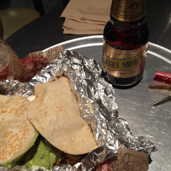 Photo taken at Chipotle Mexican Grill by Alex E. on 12/13/2014