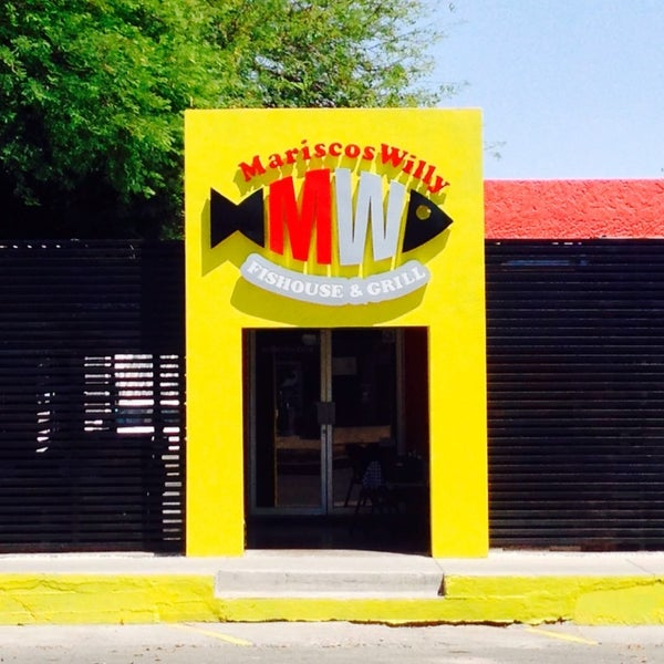 Photo taken at Mariscos Willys by Mafer G. on 5/10/2014