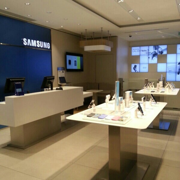 samsung store electronics store in paris. Black Bedroom Furniture Sets. Home Design Ideas