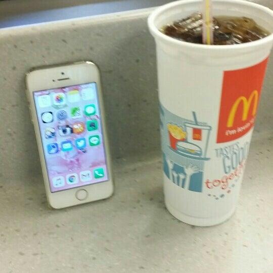 Photo taken at McDonald's (แมคโดนัลด์) by Sakura y. on 11/12/2015