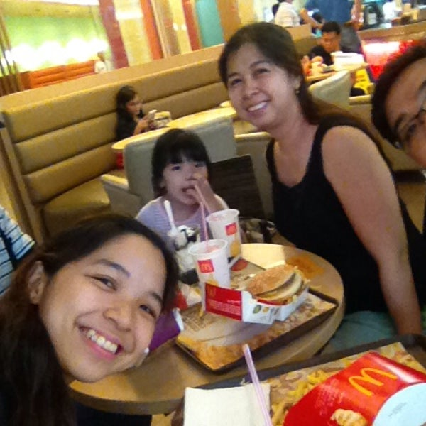 Photo taken at McDonald's by Poll C. on 7/19/2014