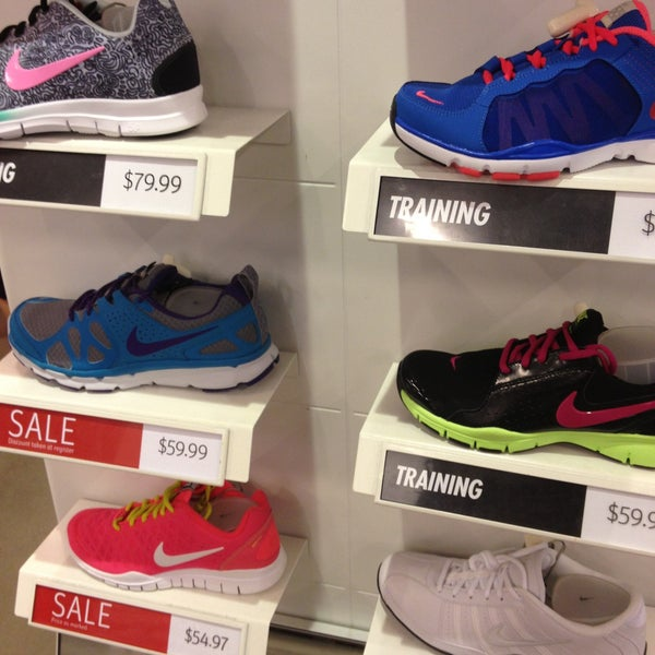 Nike Factory Store - Newark A quilòmetres Broad Street, Newark NJ +1 ()