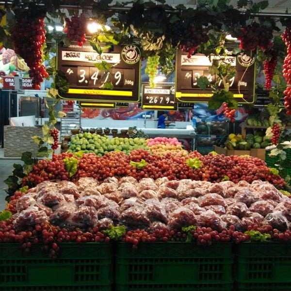Photo taken at Giant Hypermarket by Crezz E. on 11/14/2014