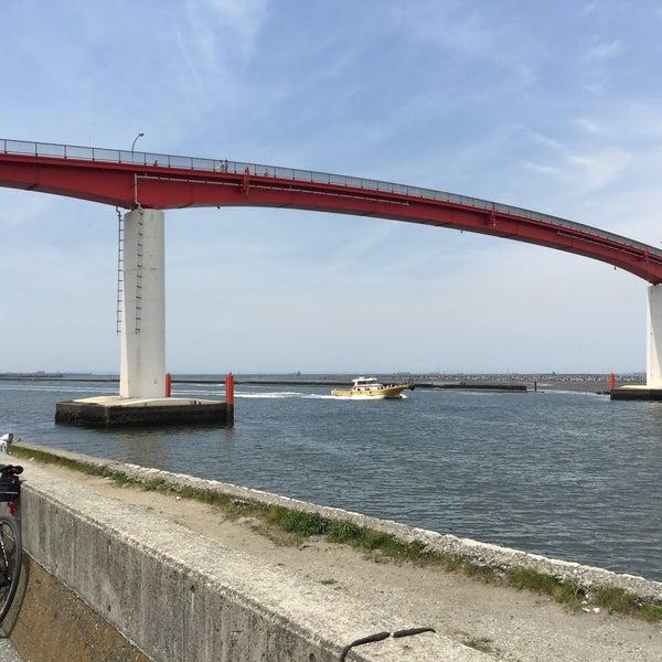 Photo taken at 中の島大橋 by Nobuyuki S. on 5/6/2015