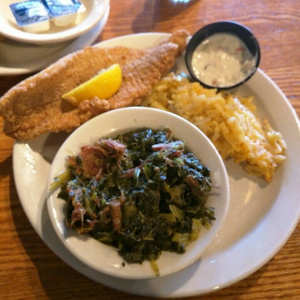 Photo taken at Cracker Barrel Old Country Store by Philip L. on 6/22/2015